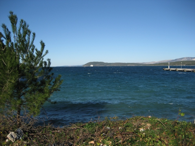 Waves on Stari Grad Fjord